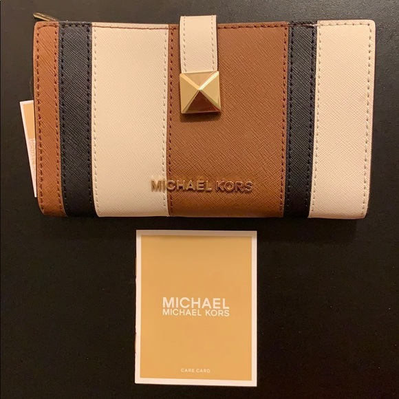 6d0563fecf8ccf Michael Kors Bags | New Micheal Kors Karla Lg Slim Leather Wallet ...
